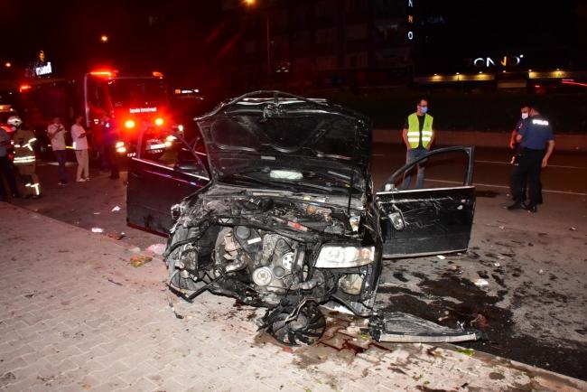 Aydınlatma direğine çarpan otomobil takla attı: 1 yaralı