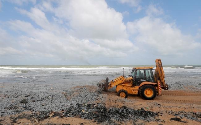 Yanan konteyner gemisinden atık maddeler Sri Lanka kıyılarına vurdu   Fotoğraf: Reuters