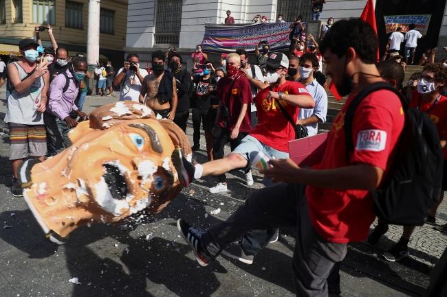 Brezilya'da binlerce kişi Bolsonaro'yu protesto etti