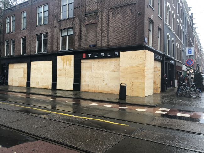 Looting measure in Amsterdam: showcases covered with concrete blocks