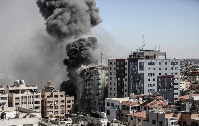 İsrail'in saldırısı öncesi Al Jazeera ve AP çalışanları ofisi böyle boşalttı