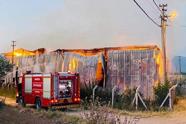 Çiftlikte yangın çıktı: 220 ton saman yandı