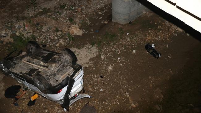 Mersin'de otomobil köprüden düştü: 1 yaralı