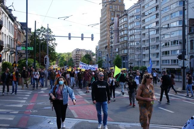 Belçika'da salgın tedbirleri protesto edildi