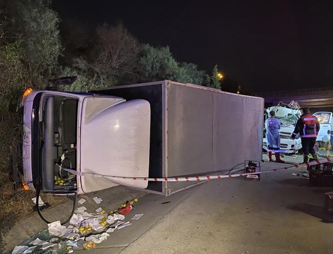 Mersin'de kamyon ile kamyonet çarpıştı: 1 ölü, 3 yaralı