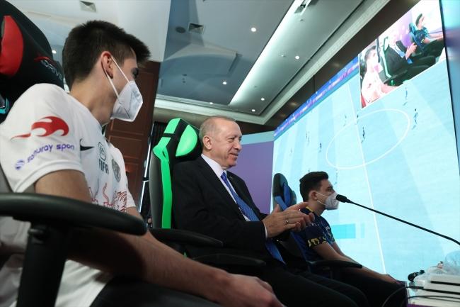 Cumhurbaşkanı Erdoğan, e-Spor turnuvasının final maçını izledi