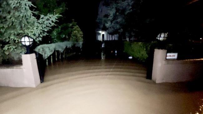 Düzce'de dereler taştı, evleri su bastı