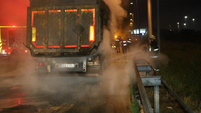 Anadolu Otoyolu'nun Bolu kesiminde 2 tırda yangın