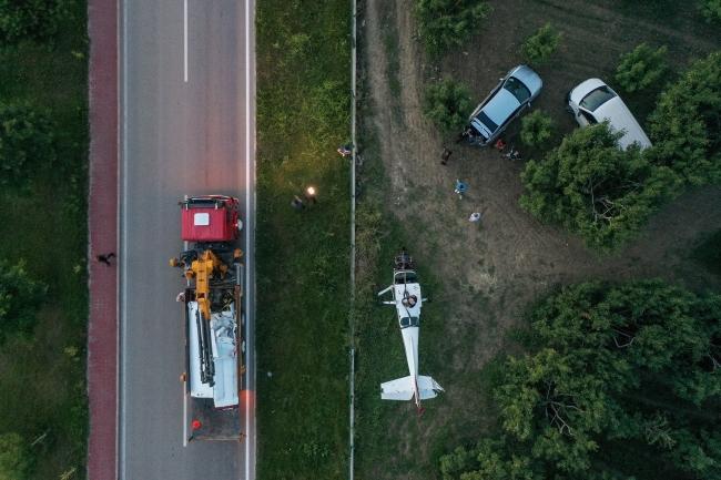 Bursa'da meyve bahçesine acil iniş yapan uçağın enkazı kaldırıldı