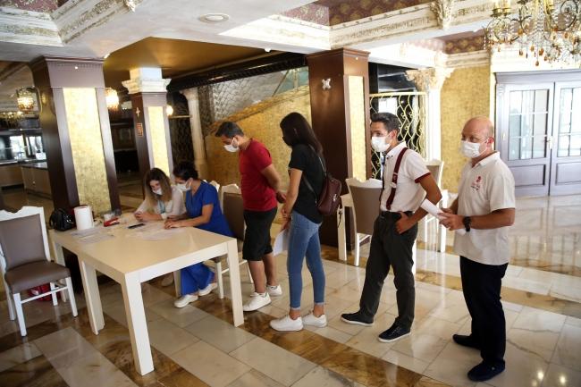 Kuşadası ve Didim'deki otellerde aşılama yapılıyor