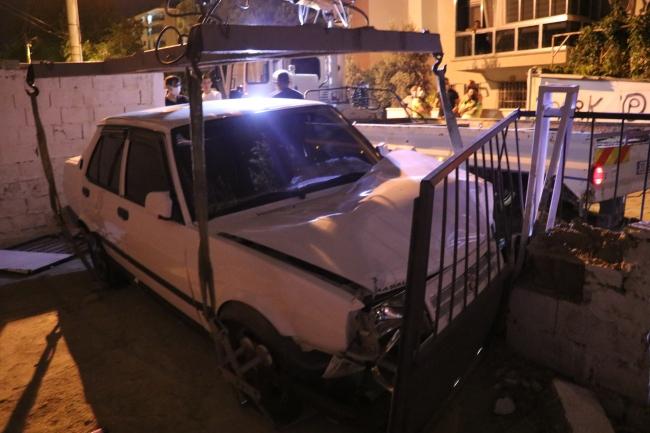 Kaza yaptı, aracı terk edip kaçtı