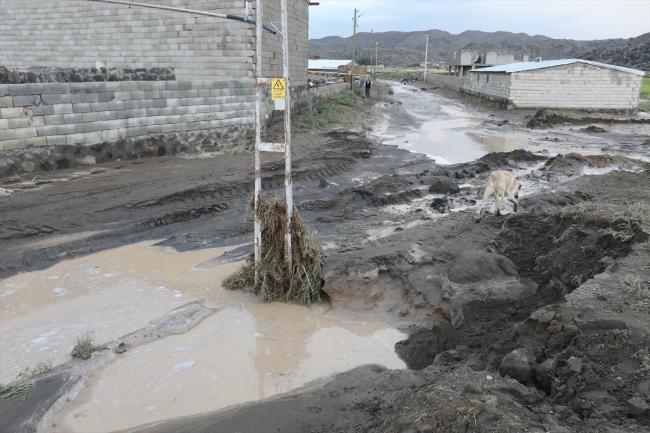 Iğdır'da sel: Bazı evleri su bastı, tarım arazileri zarar gördü
