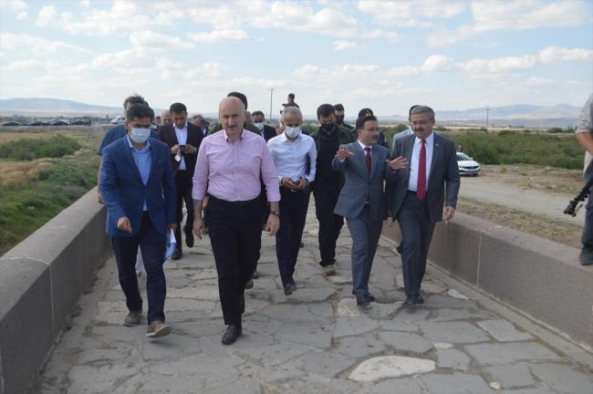 Bakan Karaismailoğlu, Kırkgöz Köprüsü'nde incelemede bulundu