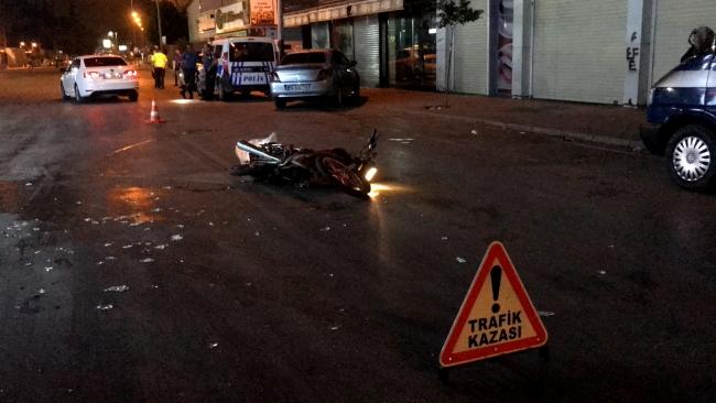 Hasımlarından kaçarken motosikletliye çarptı: 2 yaralı