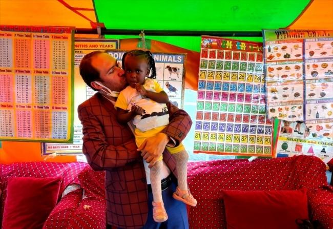 Türkiye'den Kenya'daki yetim çocuklara kıyafet yardımı