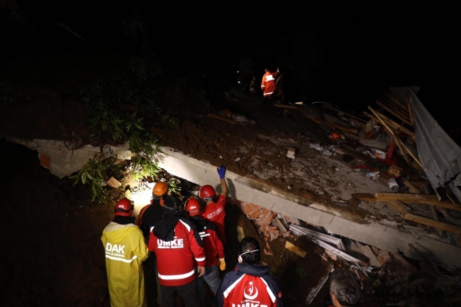 Rize'de sağanak: 3 kişi kayboldu, 1 kişi hayatını kaybetti