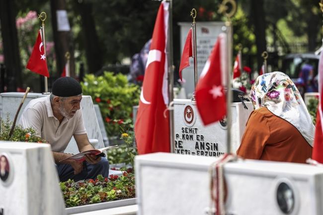Edirnekapı Şehitliği'nde hüzünlü bayram arifesi