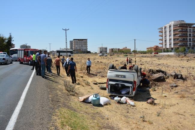 Şanlıurfa'da hafif ticari araç şarampole devrildi: 8 yaralı