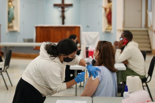 ABD'de aşı binlerce kişiyi hayatta tuttu