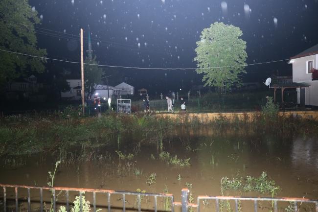 Düzce'de sağanak: Dereler taştı, evler su altında kaldı
