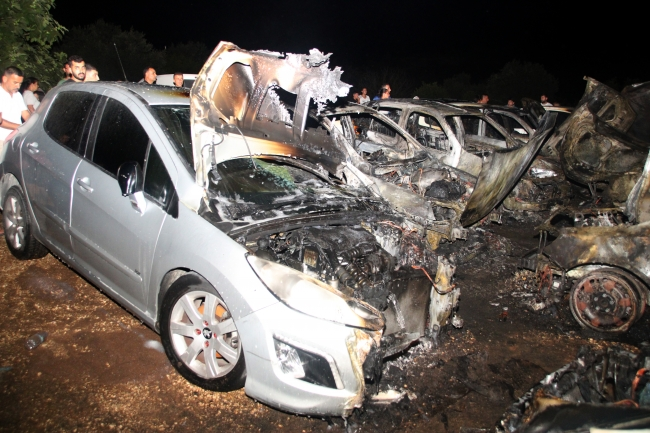 Otoparkta çıkan yangında 12 araç hasar gördü