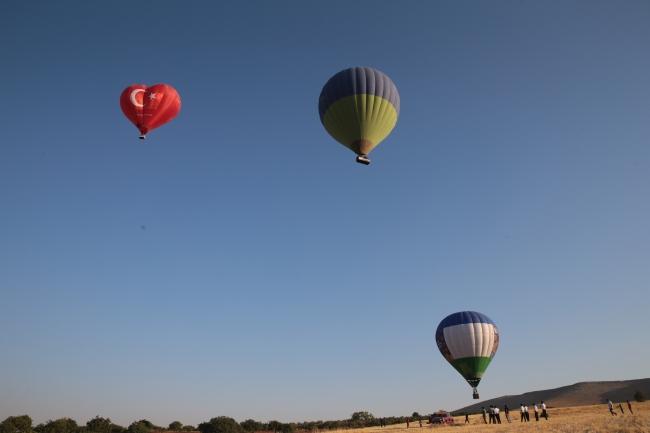 Göbeklitepe'de sıcak hava balonları havalandı