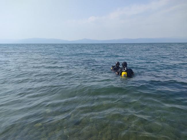 Serinlemek için göle giren genç boğuldu