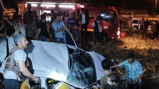 Takla atan araç eve çarparak durabildi: 1 ölü, 1 yaralı