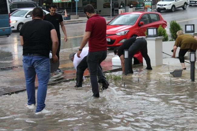 Ankara'da sağanak: Bazı iş yerlerini su bastı