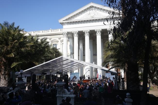 Şili'de yeni anayasa çalışmalarının ilk oturumu protesto edildi