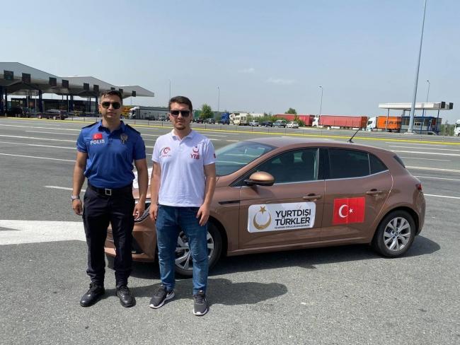 YTB Türkiye'ye tatile gelen vatandaşları sınırda karşılıyor