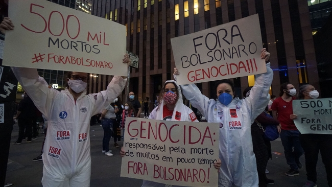 Brezilya'da hükümetin salgına karşı tutumu protesto edildi