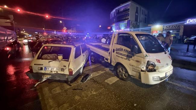 Düzce'de zincirleme kaza: 2'si çocuk 9 kişi yaralandı