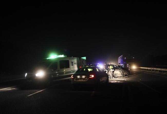 Ankara'da otomobil tıra arkadan çarptı: 3 ölü