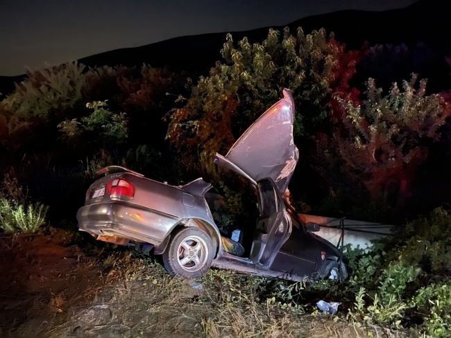 Bursa'da iki otomobil kafa kafaya çarpıştı: 1 ölü, 4 yaralı