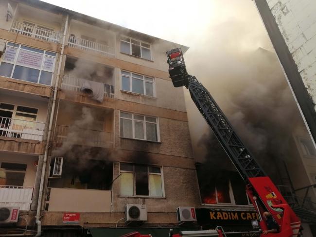 Kadıköy'de 4 katlı binada yangın: 1 ölü