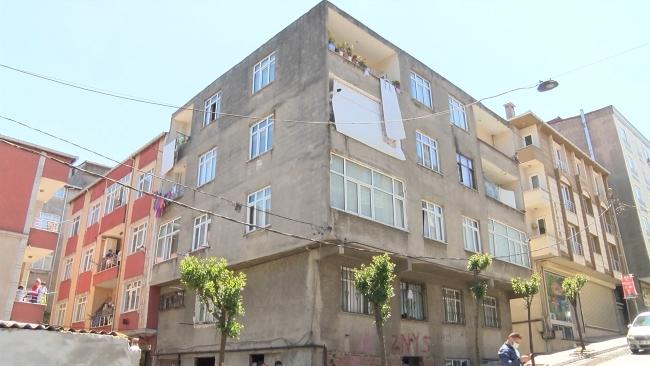 Esenler'de kolonları çatlayan bina sakinleri akrabalarına sığındı