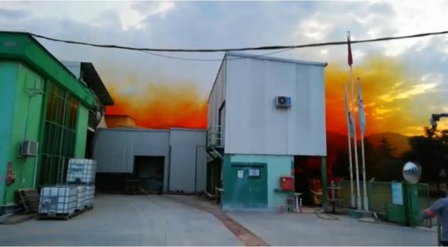 Fabrikada tank patladı, gökyüzünü asit bulutu kapladı