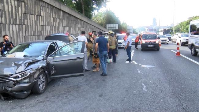 Sarıyer'de polis aracı ile otomobil çarpıştı: 2'si polis 3 yaralı