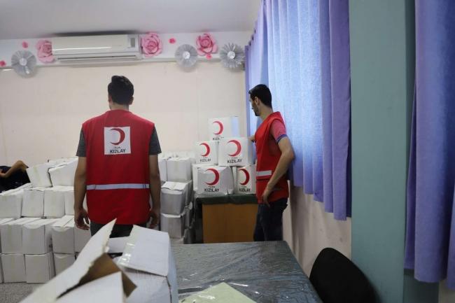 Türk Kızılay Gazze'de sıcak yemek dağıtıyor
