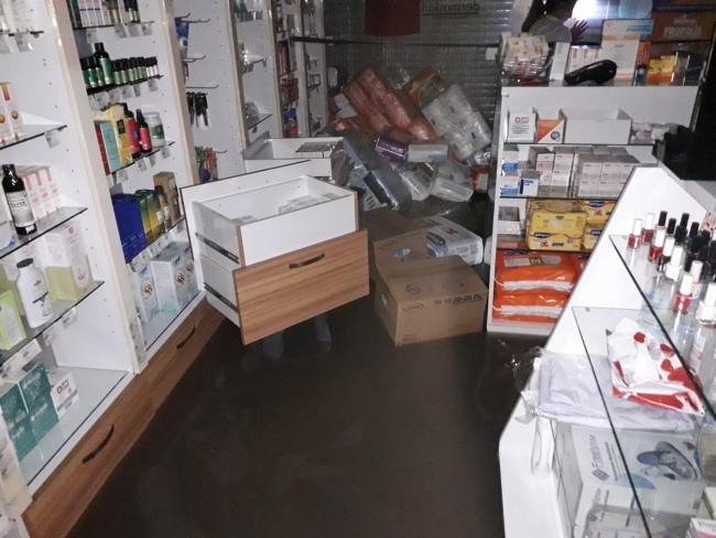 Maltepe'de sağanak: İş yerlerini su bastı