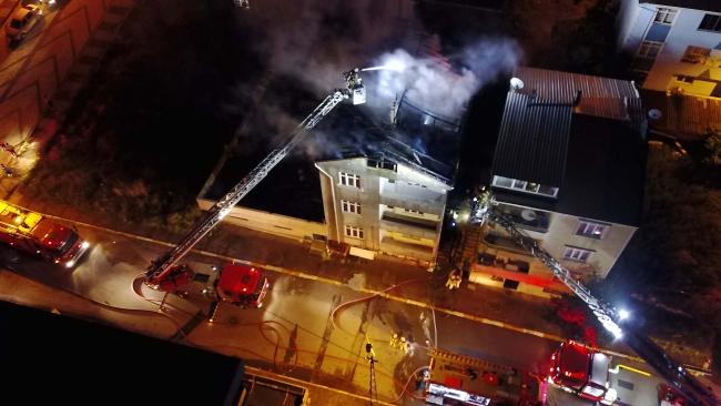 3 katlı apartmanın çatısında yangın