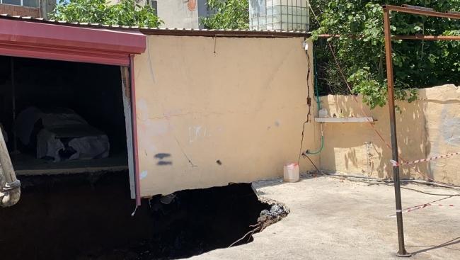 Garajda çökme meydana geldi, 2 bina boşaltıldı