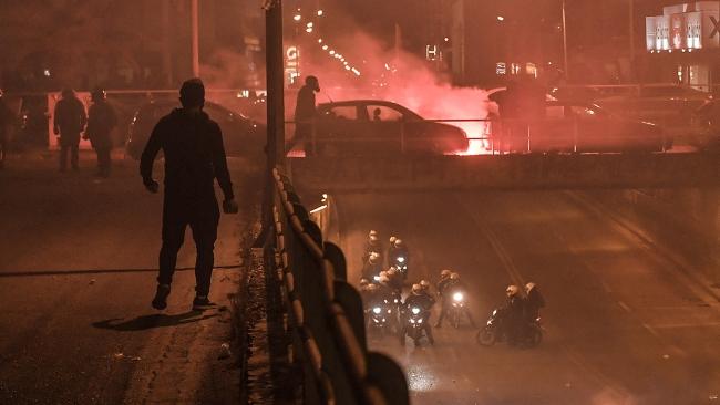 Atina'da polis şiddeti protestosunda çatışma