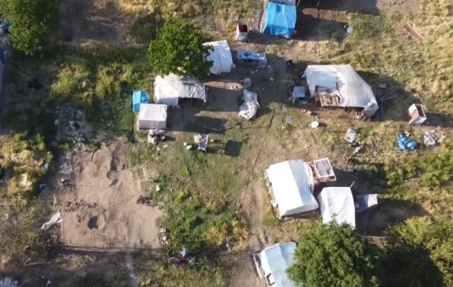 Mevsimlik tarım işçileri kaldıkları çadırlarda aşılandı