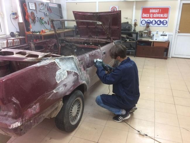 Lise Ogrencileri Hurda Araci Spor Otomobile Donusturdu