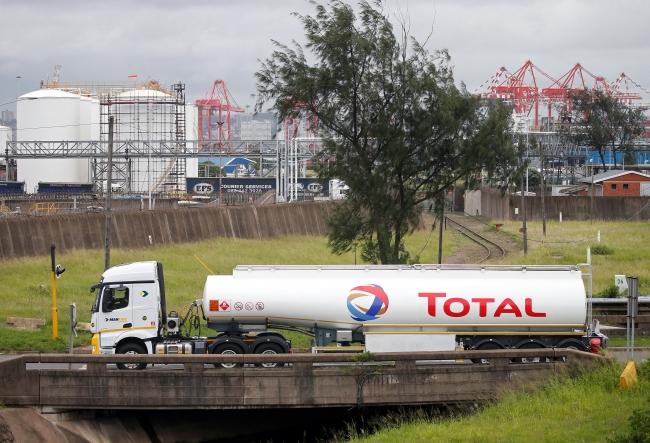 Güney Afrika'da bir Total tankeri. Fotoğraf: Reuters