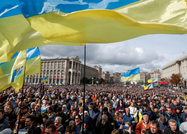 Donbas'ta seçim ihtimali Ukraynalıları sokağa döktü. Fotoğraf: Reuters