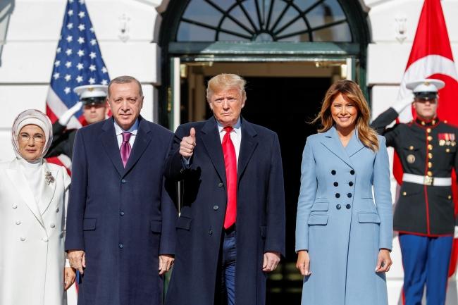 Cumhurbaşkanı Recep Tayyip Erdoğan, ABD Başkanı Donald Trump tarafından Beyaz Saray'da resmi törenle karşılandı. Fotoğraf: Reuters