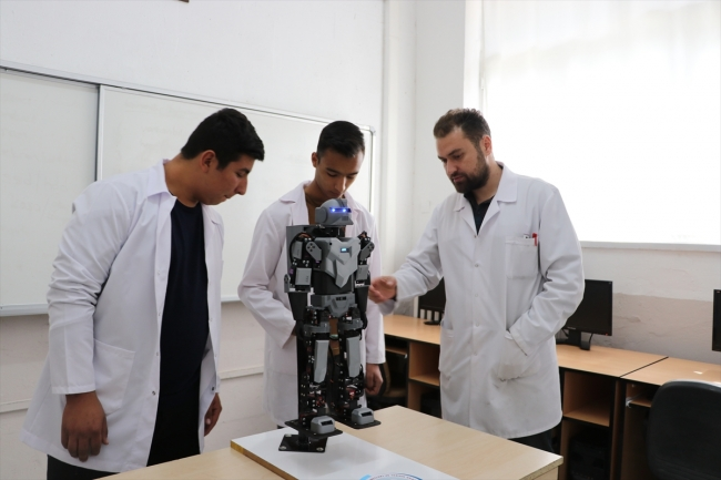İnsansı robot tasarladılar ile ilgili görsel sonucu